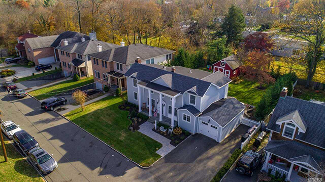 Colonial Gem In East Hills