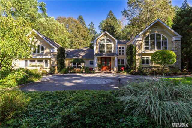 Pretty Roslyn Harbor Home