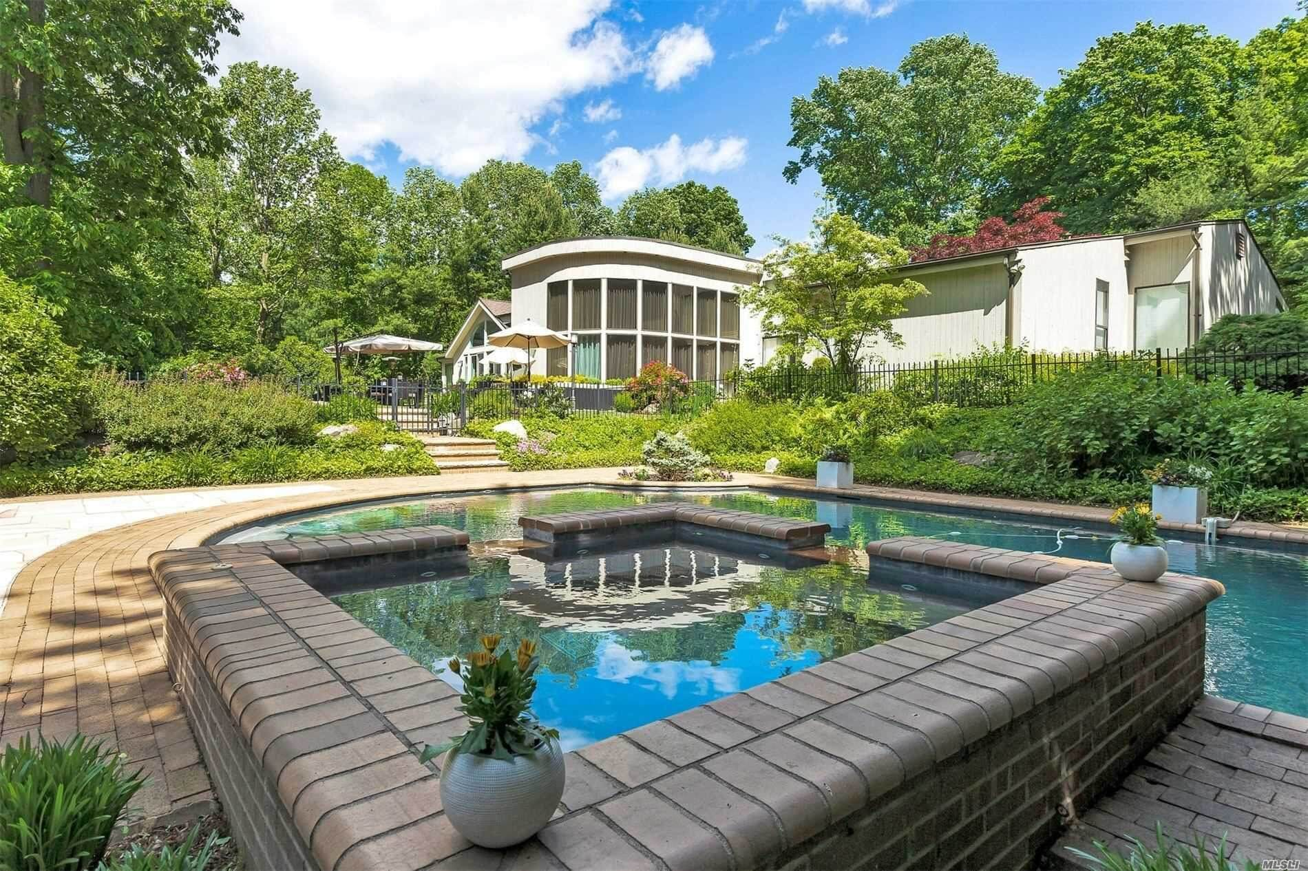 Old Westbury Contemporary House For Sale